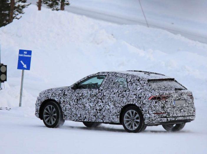 Audi Q8 2018 fianco