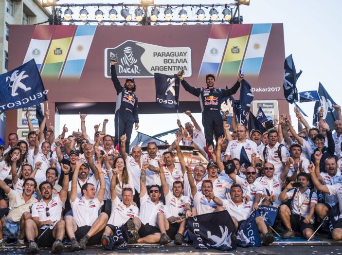 Peugeot vince ancora la Dakar! Podio 100% 3008DKR - Foto 2 di 5