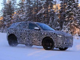Jaguar E-Pace 2018, prime immagini spia dei test su strada