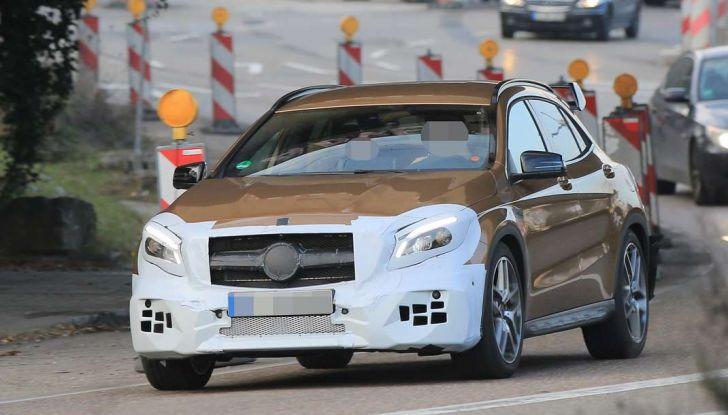 Mercedes GLA 45 AMG Facelift 2017, prime immagini spia della rinnovata variante sportiva - Foto 2 di 9