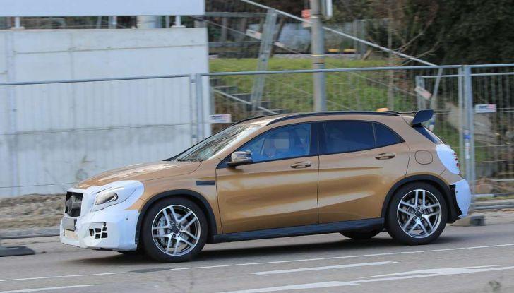 Mercedes GLA 45 AMG Facelift 2017, prime immagini spia della rinnovata variante sportiva - Foto 5 di 9