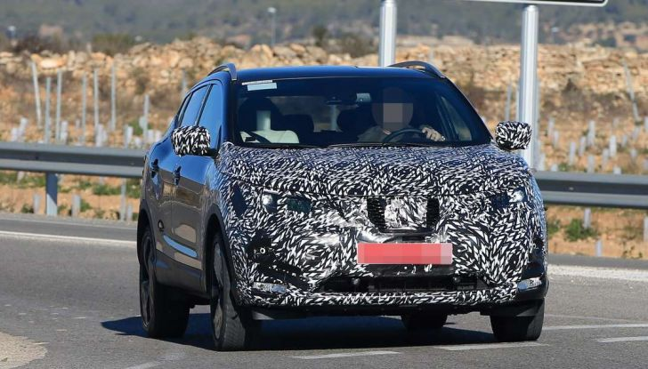 Nuova Nissan Qashqai Facelift, prime foto spia dei test dinamici - Foto 7 di 11