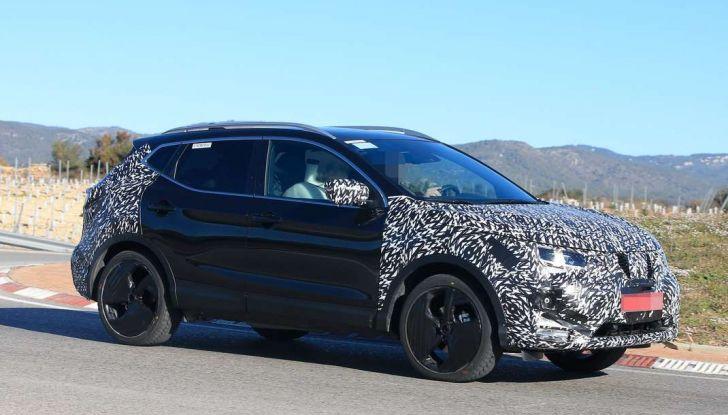 Nuova Nissan Qashqai Facelift, prime foto spia dei test dinamici - Foto 1 di 11