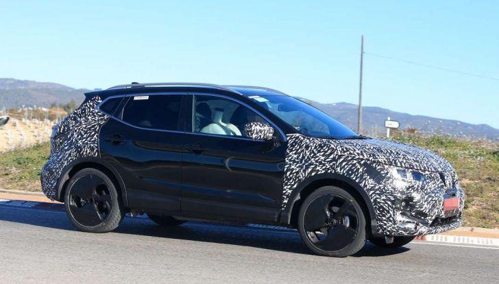 Nuova Nissan Qashqai Facelift, prime foto spia dei test dinamici - Foto 4 di 11