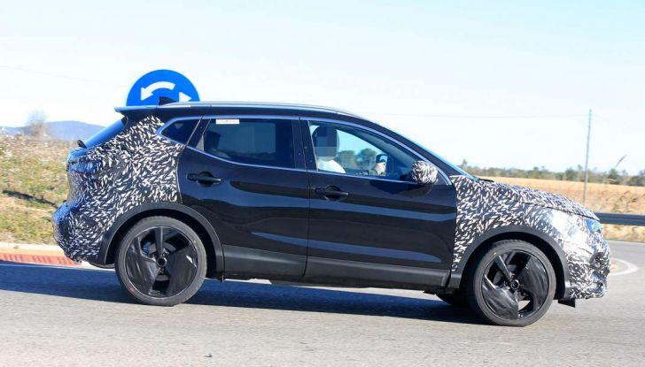 Nuova Nissan Qashqai Facelift, prime foto spia dei test dinamici - Foto 5 di 11