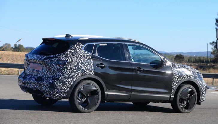Nuova Nissan Qashqai Facelift, prime foto spia dei test dinamici - Foto 9 di 11