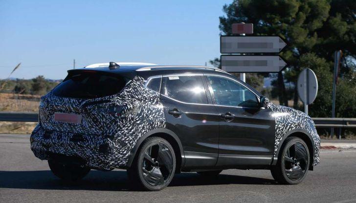 Nuova Nissan Qashqai Facelift, prime foto spia dei test dinamici - Foto 10 di 11