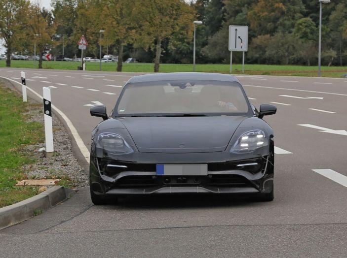 Porsche Mission E: l'elettrica pura su base Panamera - Foto 9 di 21