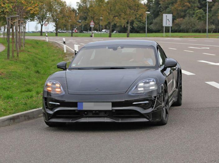 Porsche Mission E: l'elettrica pura su base Panamera - Foto 17 di 21
