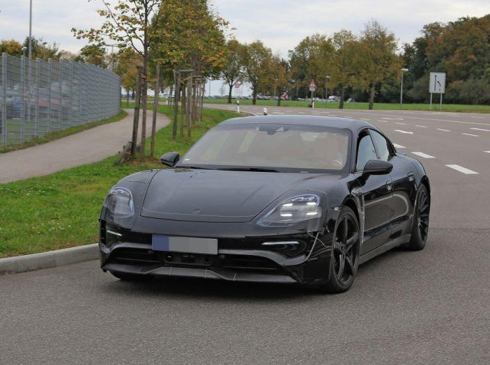 Porsche Mission E: l'elettrica pura su base Panamera - Foto 18 di 21