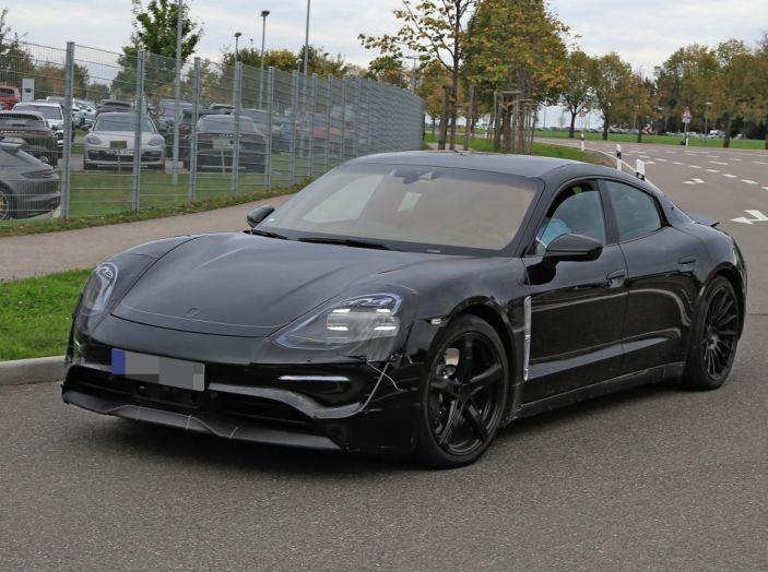 Porsche Mission E: l'elettrica pura su base Panamera - Foto 3 di 21