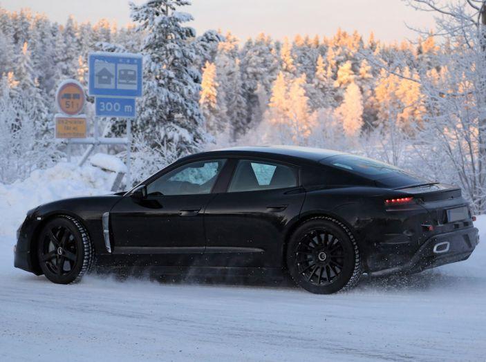 Porsche Mission E: l'elettrica pura su base Panamera - Foto 8 di 29