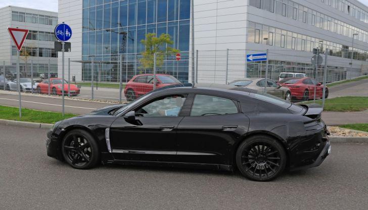 Porsche Mission E: l'elettrica pura su base Panamera - Foto 20 di 29