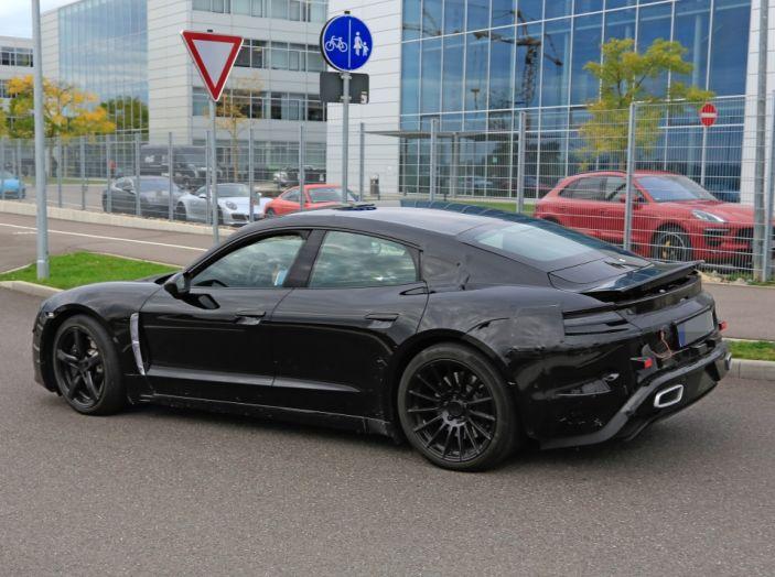Porsche Mission E: l'elettrica pura su base Panamera - Foto 15 di 21