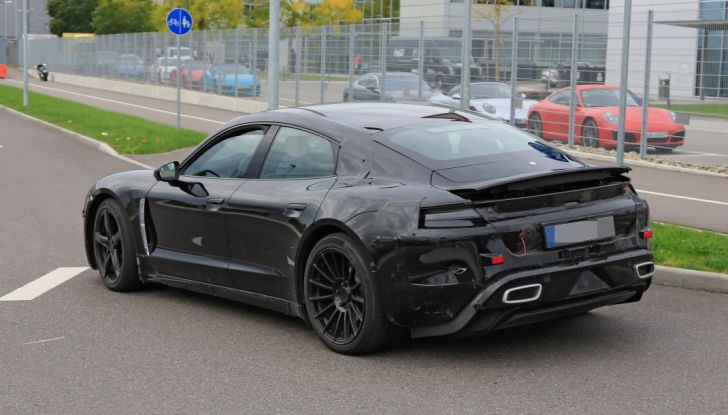 Porsche Mission E: l'elettrica pura su base Panamera - Foto 22 di 29