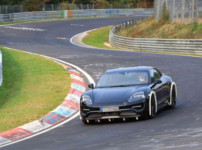 Porsche Mission E: l'elettrica pura su base Panamera - Foto 19 di 21