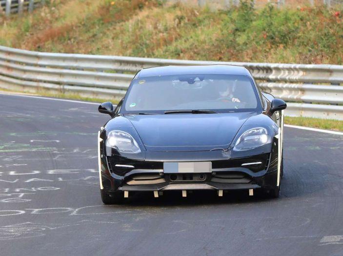 Porsche Mission E: l'elettrica pura su base Panamera - Foto 16 di 21