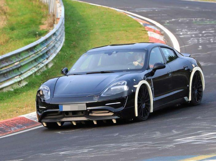 Porsche Mission E: l'elettrica pura su base Panamera - Foto 1 di 21