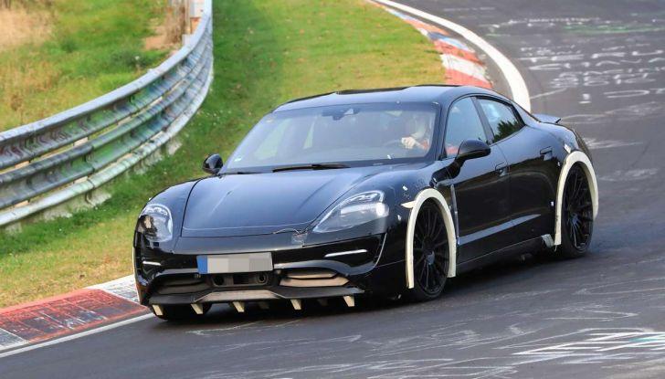 Porsche Mission E: l'elettrica pura su base Panamera - Foto 9 di 29