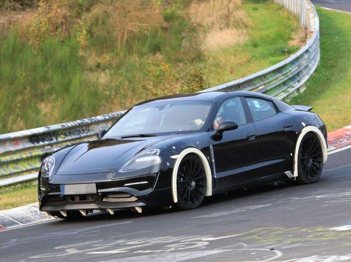 Porsche Mission E: l'elettrica pura su base Panamera - Foto 13 di 21