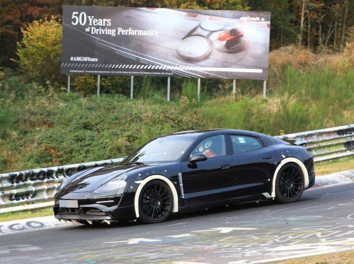 Porsche Mission E: l'elettrica pura su base Panamera - Foto 20 di 21