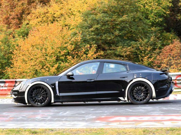 Porsche Mission E: l'elettrica pura su base Panamera - Foto 10 di 29