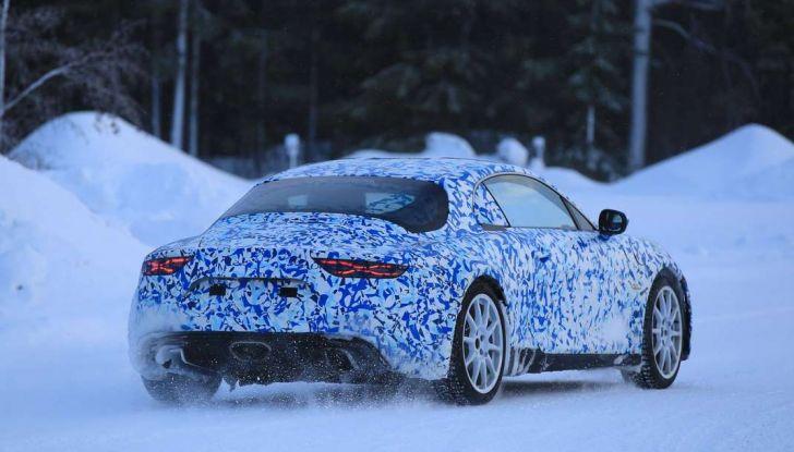 Renault Alpine, le foto spia dei prototipi impegnati nei test invernali - Foto 3 di 11