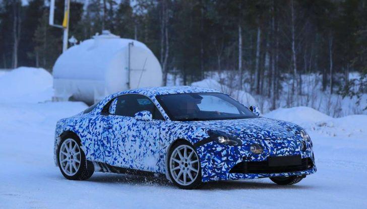 Renault Alpine, le foto spia dei prototipi impegnati nei test invernali - Foto 4 di 11