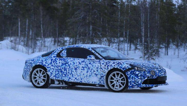 Renault Alpine, le foto spia dei prototipi impegnati nei test invernali - Foto 1 di 11