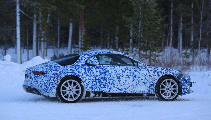 Renault Alpine, le foto spia dei prototipi impegnati nei test invernali - Foto 9 di 11