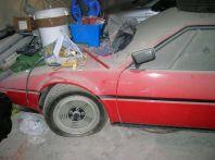 Una BMW M1 abbandonata scoperta in un garage italiano