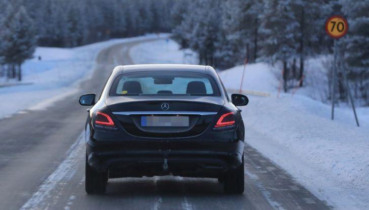 Mercedes Classe C Facelift, prime immagini spia e dettagli del nuovo modello - Foto 2 di 20
