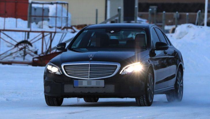 Mercedes Classe C Facelift, prime immagini spia e dettagli del nuovo modello - Foto 8 di 20