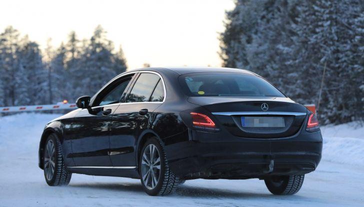 Mercedes Classe C Facelift, prime immagini spia e dettagli del nuovo modello - Foto 14 di 20