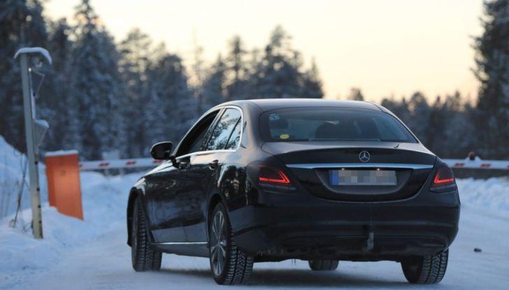 Mercedes Classe C Facelift, prime immagini spia e dettagli del nuovo modello - Foto 15 di 20