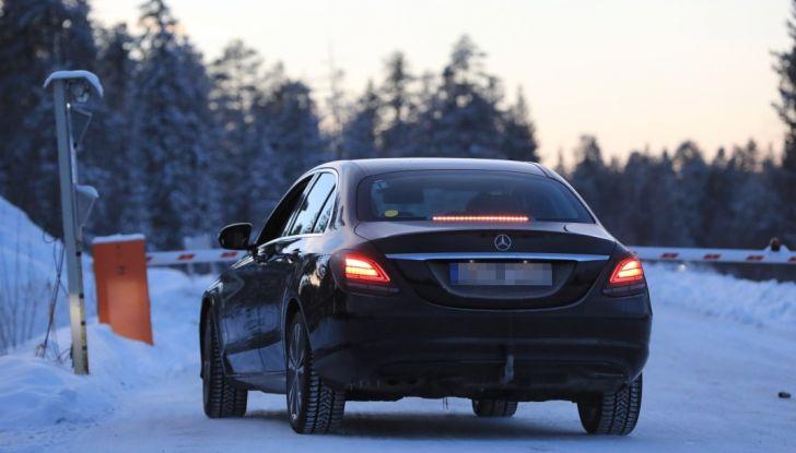 Mercedes Classe C Facelift, prime immagini spia e dettagli del nuovo modello - Foto 16 di 20