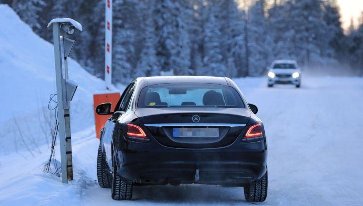 Mercedes Classe C Facelift, prime immagini spia e dettagli del nuovo modello - Foto 17 di 20
