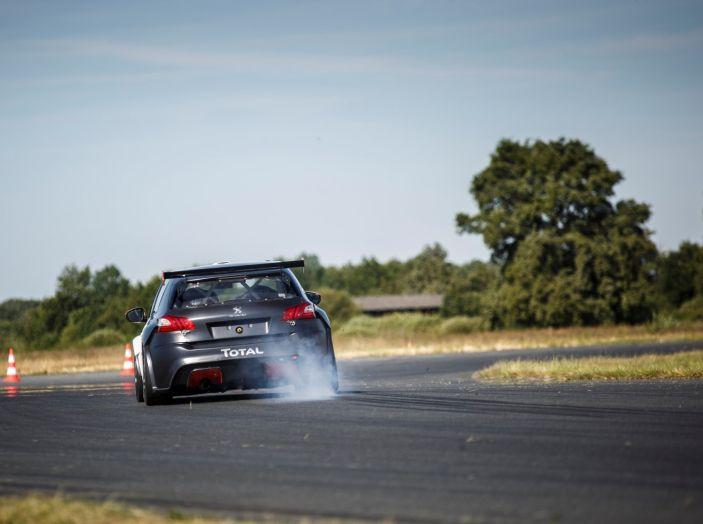 Consegnata la prima Peugeot 308 Racing Cup - Foto 9 di 12
