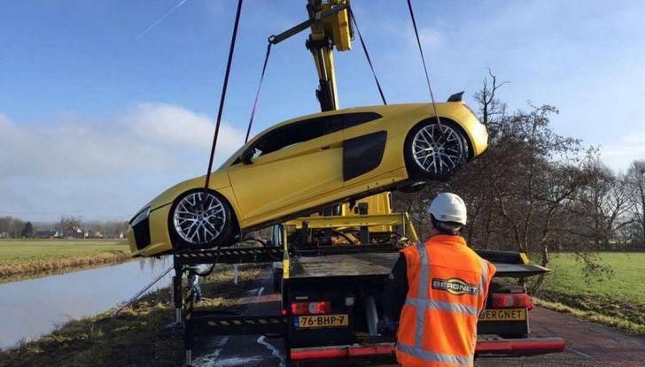 Audi R8 V10 Plus finisce in un fiume in Olanda (1)
