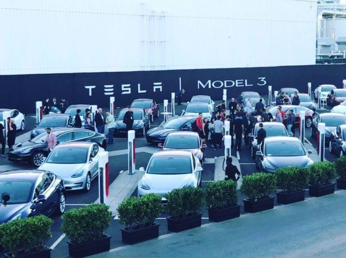 Tesla Model 3: al via la produzione, prime consegne a fine luglio - Foto 5 di 11