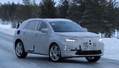 DS7, prime immagini spia del nuovo SUV francese