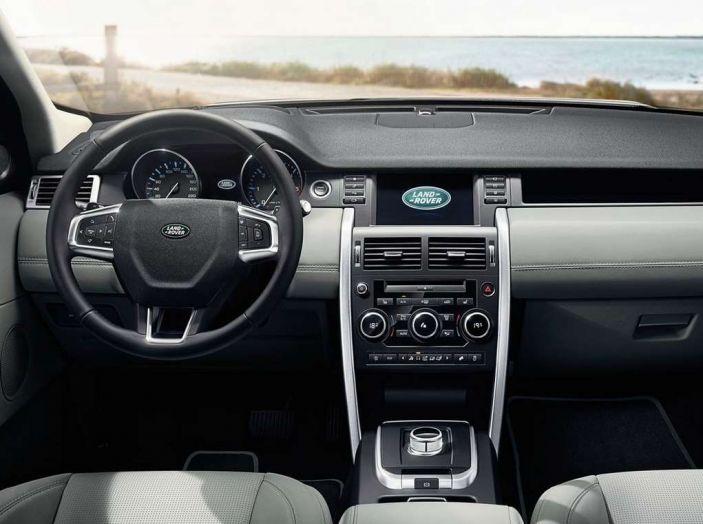 Land Rover Discovery Sport fa ancora arrabbiare i clienti con navigatore e rumorini - Foto 1 di 13