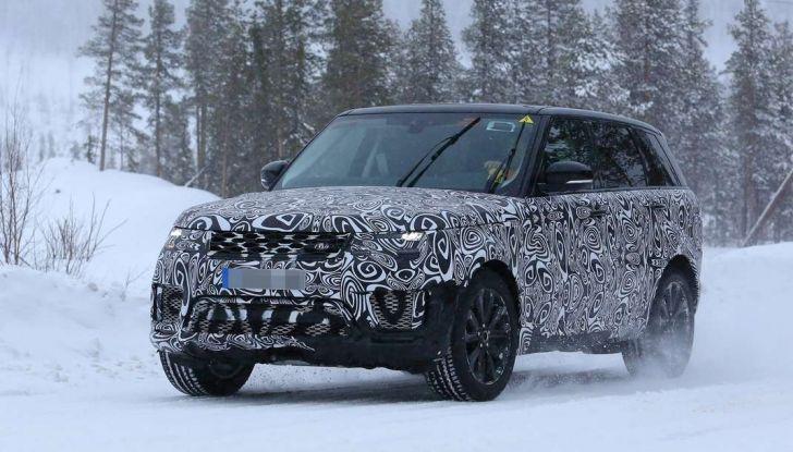 Land Rover Range Rover MY2018 immagini spia del futuro SUV britannico - Foto 3 di 12