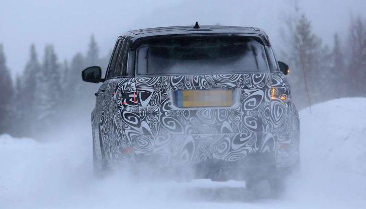 Land Rover Range Rover MY2018 immagini spia del futuro SUV britannico - Foto 10 di 12