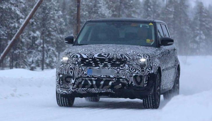 Land Rover Range Rover MY2018 immagini spia del futuro SUV britannico - Foto 11 di 12