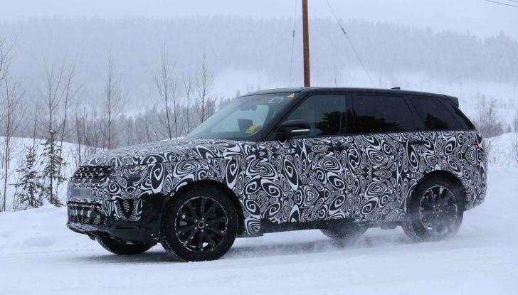 Land Rover Range Rover MY2018 immagini spia del futuro SUV britannico - Foto 4 di 12