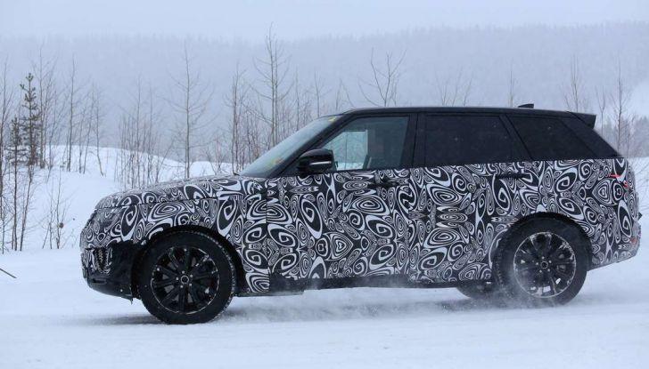 Land Rover Range Rover MY2018 immagini spia del futuro SUV britannico - Foto 5 di 12