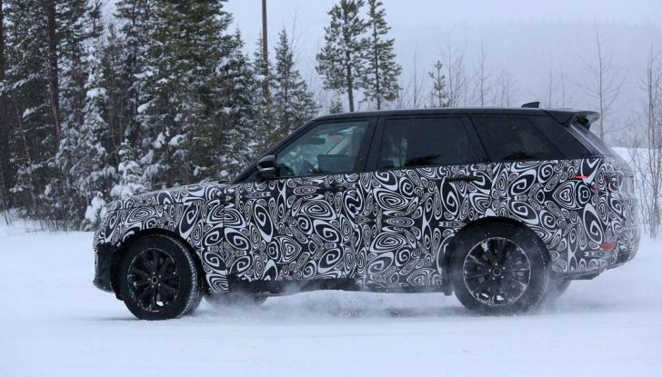 Land Rover Range Rover MY2018 immagini spia del futuro SUV britannico - Foto 2 di 12