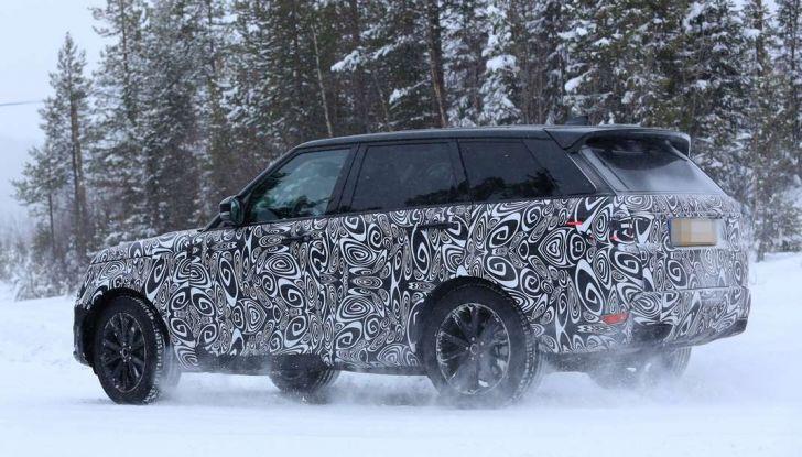 Land Rover Range Rover MY2018 immagini spia del futuro SUV britannico - Foto 6 di 12
