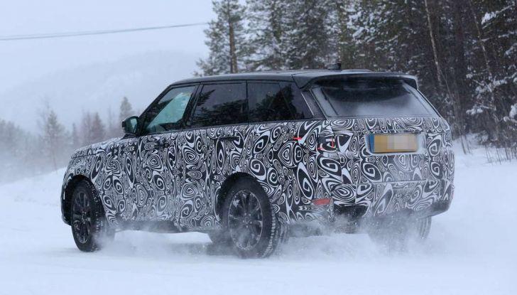 Land Rover Range Rover MY2018 immagini spia del futuro SUV britannico - Foto 7 di 12